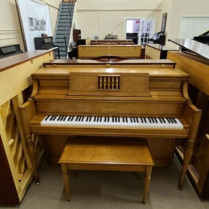 /pianos/used-pianos-main/used-verticals/Yamaha-Console-Blonde-Cherry